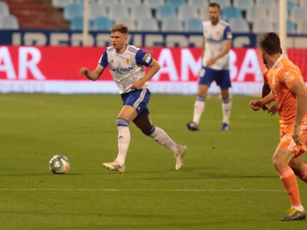 Momento del partido del Real Zaragoza contra el Real Oviedo, en La Romareda.