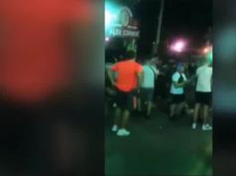 Cientos de jóvenes estuvieron de fiesta en la calle sin guardar las medidas de seguridad y sin mascarillas