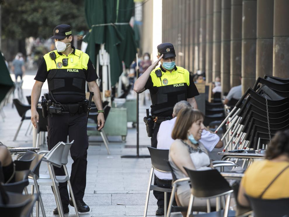 Policías Locales recuerdan el uso obligatorio de mascarilla en Zaragoza