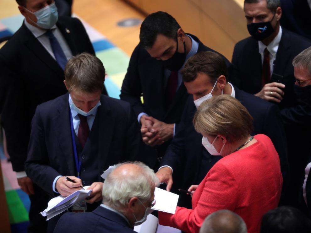 Pedro Sánchez junto a Macron, Merkel y otros líderes europeos durante la reunión en Bruselas