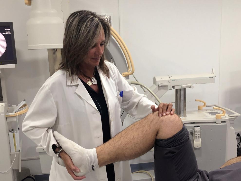 La doctora Elena Guallar trata las lesiones deportivas con Medicina Regenerativa en la clínica Cres Phisiup.