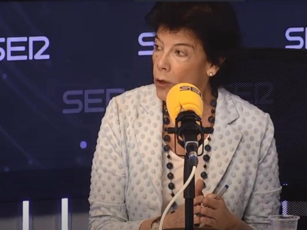 La ministra de Educación, Isabel Celàa, en una entrevista esta mañana en Cadena Ser.