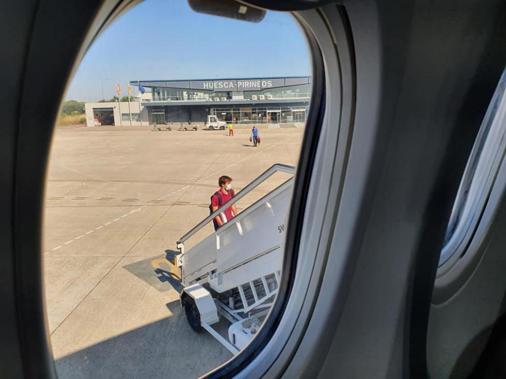 El uso comercial del aeropuerto se ha limitado prácticamente a los vuelos chárter de la SD Huesca y de otros equipos de Primera y Segunda.