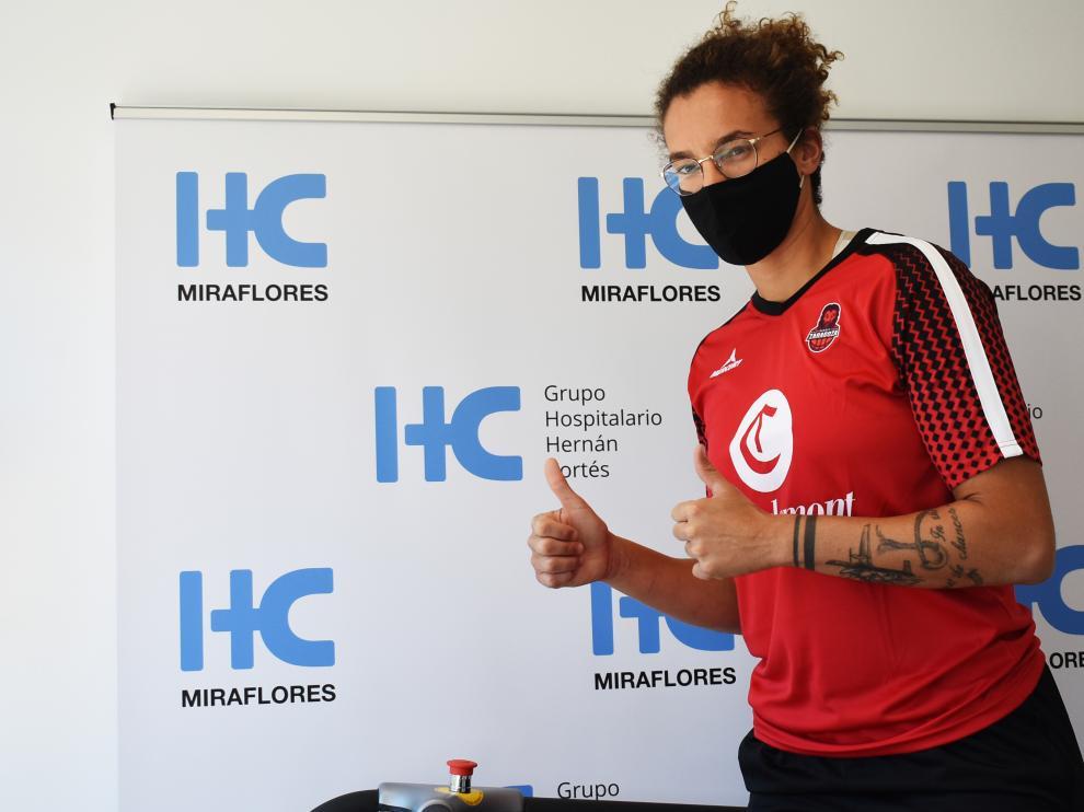 Laura Nicholls, durante el reconocimiento médico en el Hospital HC Miraflores.
