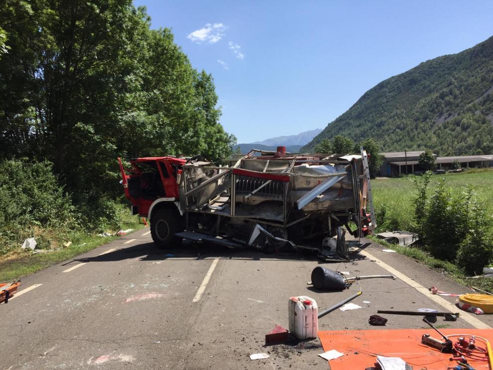 El camión de bomberos accidentado, perteneciente al parque de Villanova.
