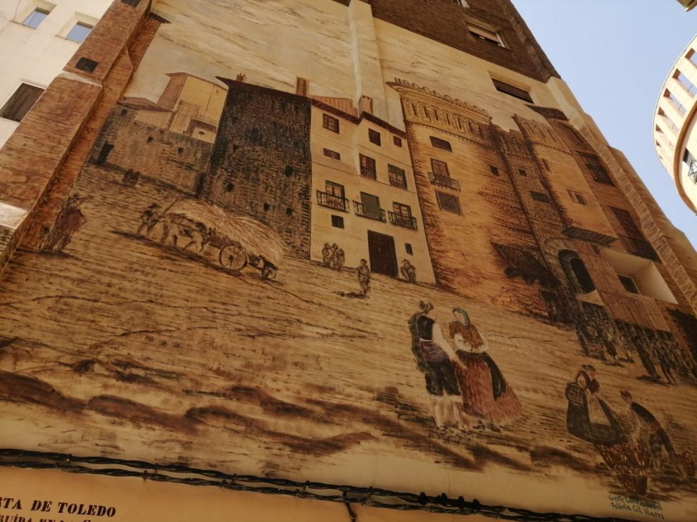 Mural que recuerda la puerta de Toledo en Zaragoza.
