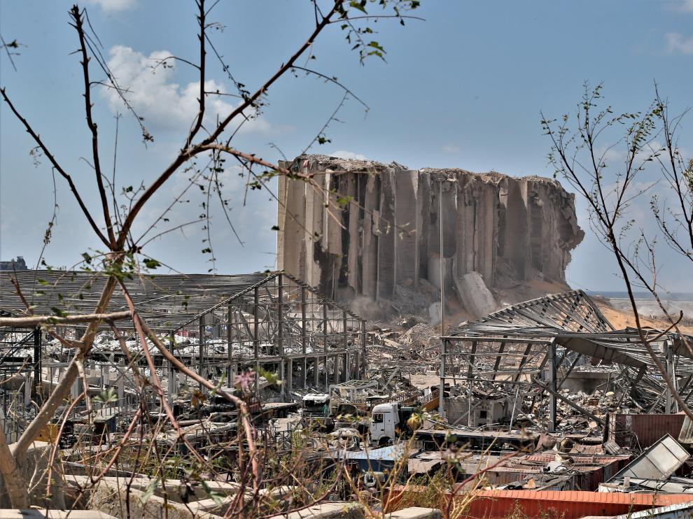 Aspecto de la zona afectada por la explosión en el puerto de Beirut este domingo.