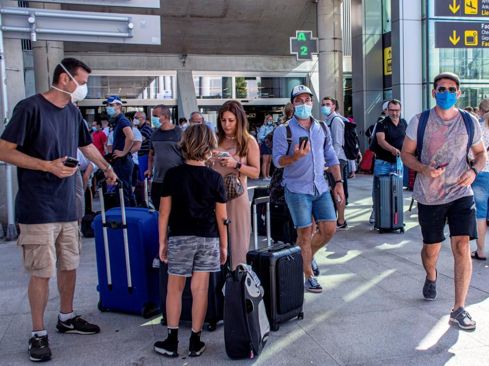 Viajeros el pasado domingo en el aeropuerto de Mallorca.