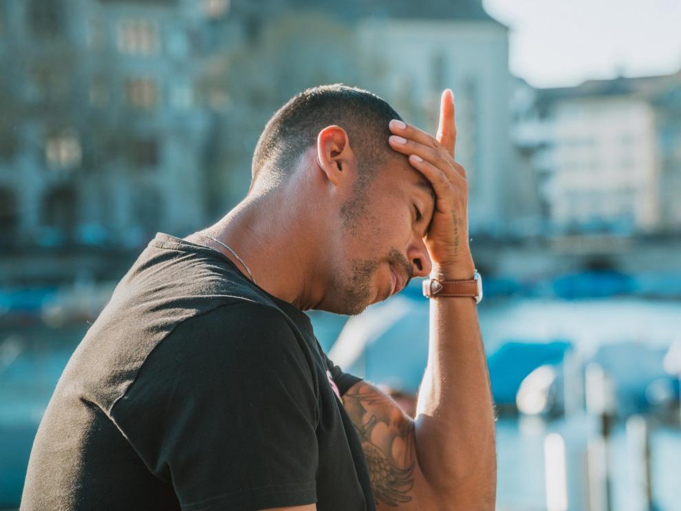 Dolor de cabeza, uno de los síntomas del coronavirus