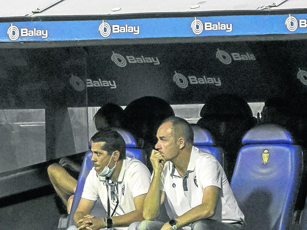 Loreto y Víctor Fernández, durante el partido del domingo en La Romareda.