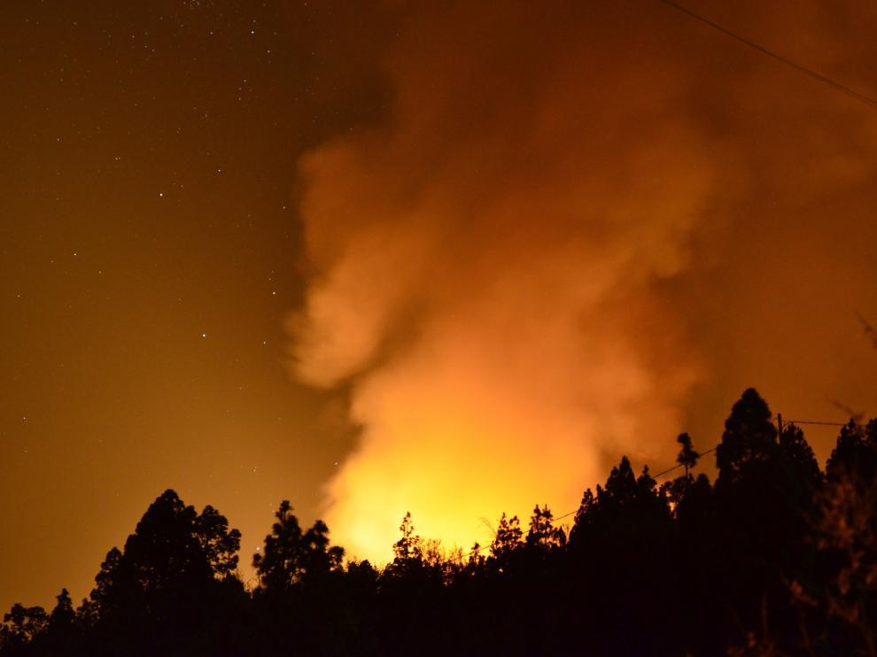 Activan la UME para las labores de extinción del incendio de La Palma