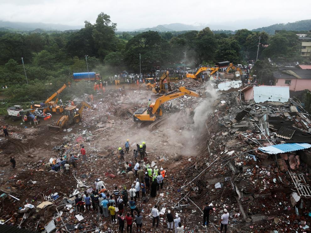 Edificio derrumbado en la India