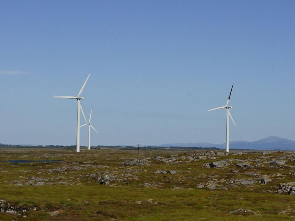 Fotografía de un parque eólico.