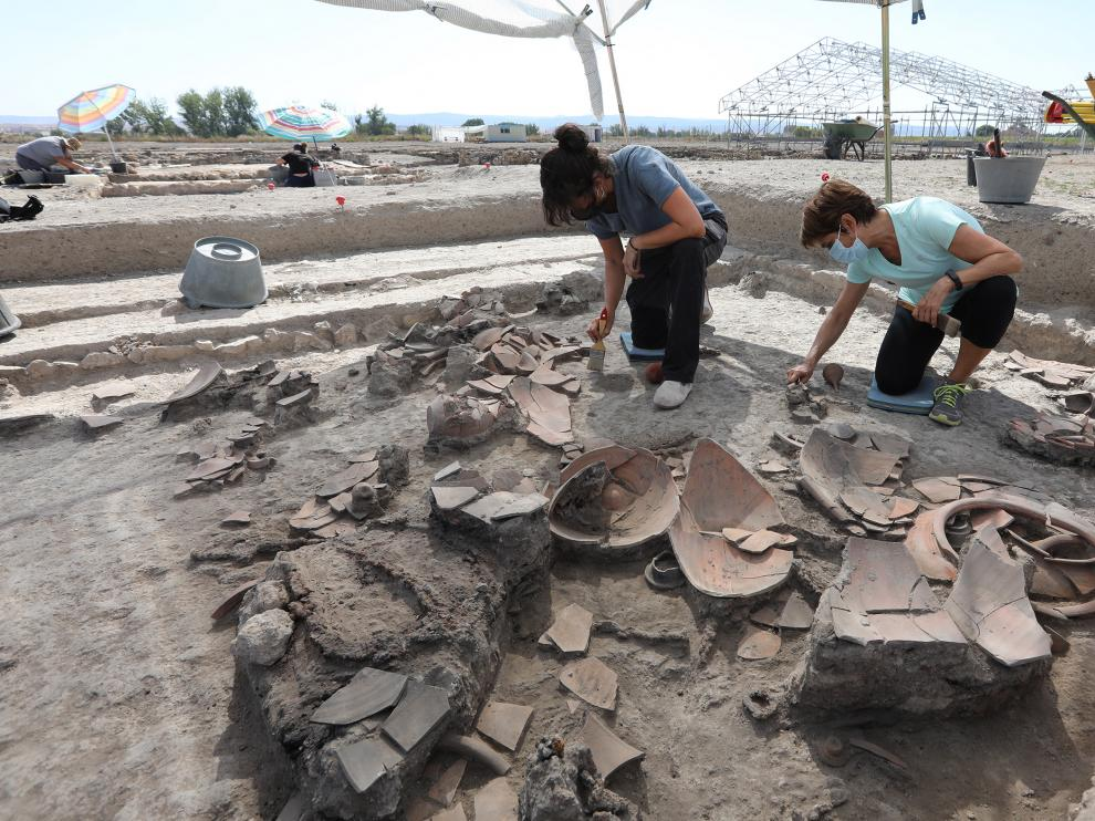 Vasijas y otros elementos domésticos encontrados en el yacimiento romano.