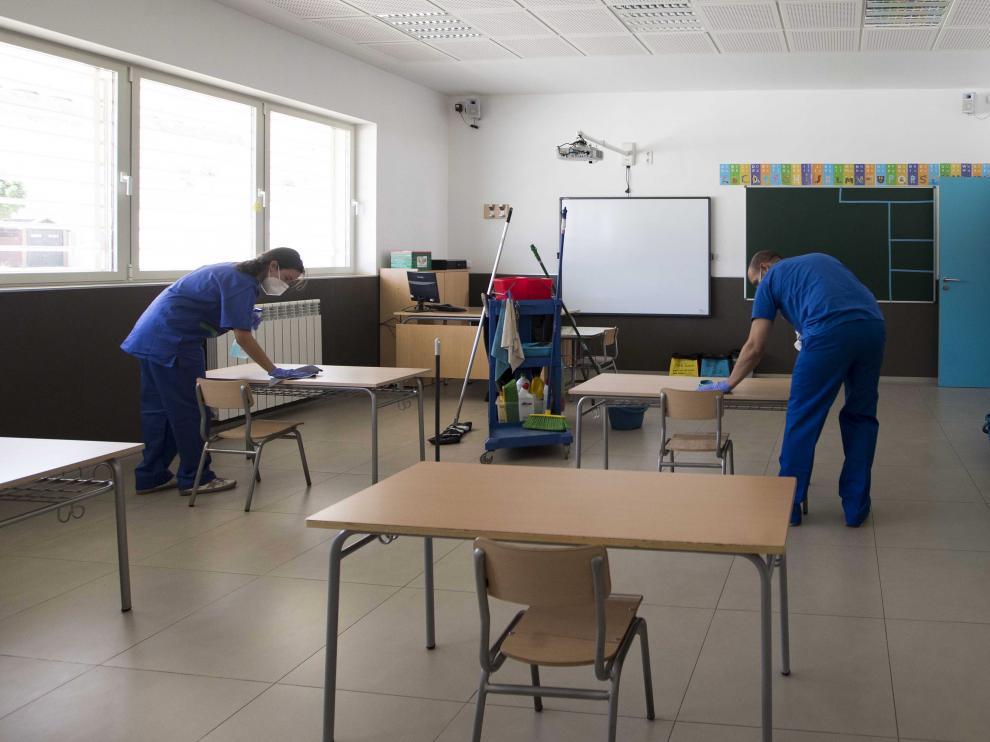 Limpieza de un colegio en Zaragoza.