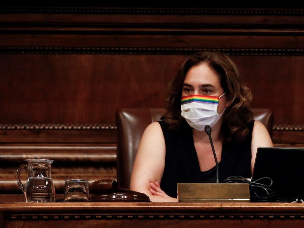 Ada Colau, durante el pleno extraordinario del Ayuntamiento de Barcelona.
