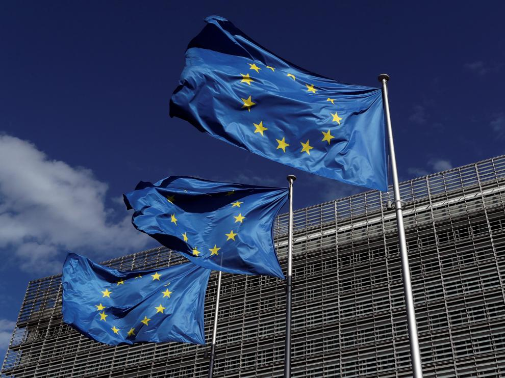 Banderas europeas ante la sede de la Comisión en Bruselas.