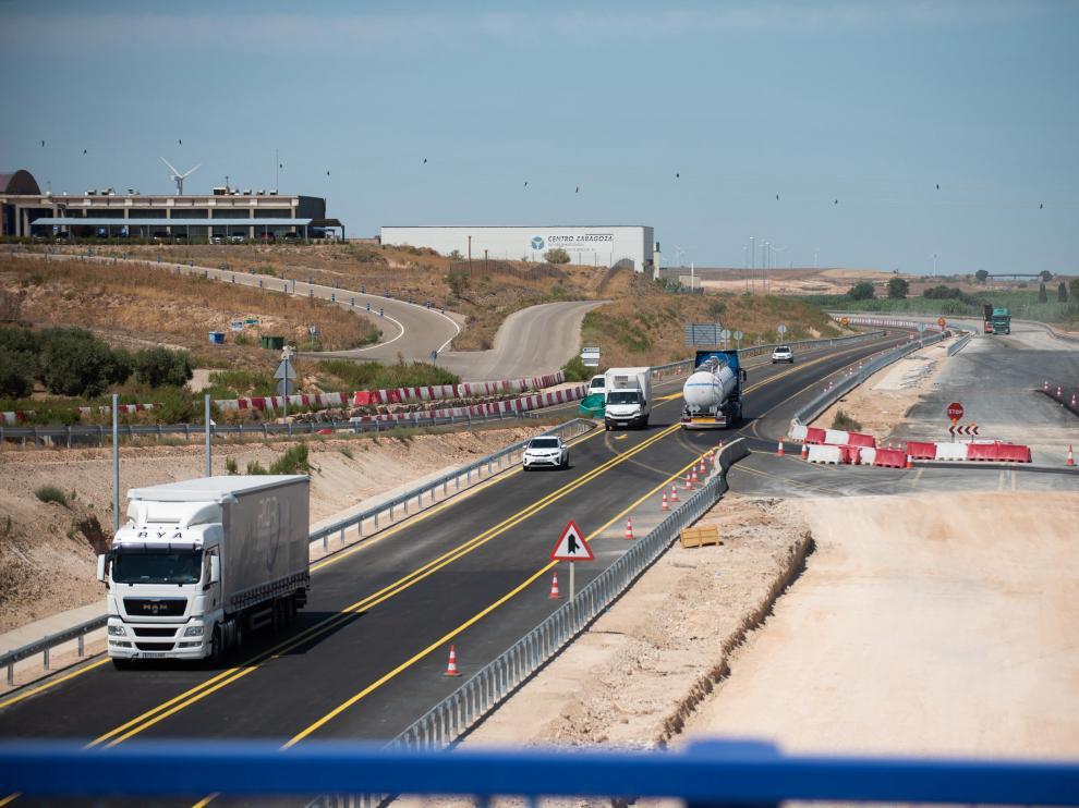 El tráfico se ha desviado por los nuevos carriles de la A-68 para rematar la obra sobre el viejo trazado entre Figueruelas y Gallur.