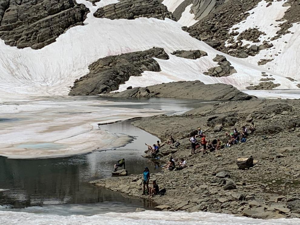 El ibón de Marboré (2.590 m), donde algunos turistas se bañan, a pesar de la prohibición.