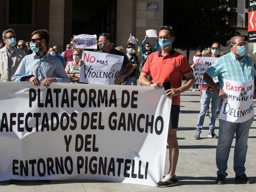 Vecinos del Gancho y del entorno de Pignatelli protestan en la plaza del Pilar