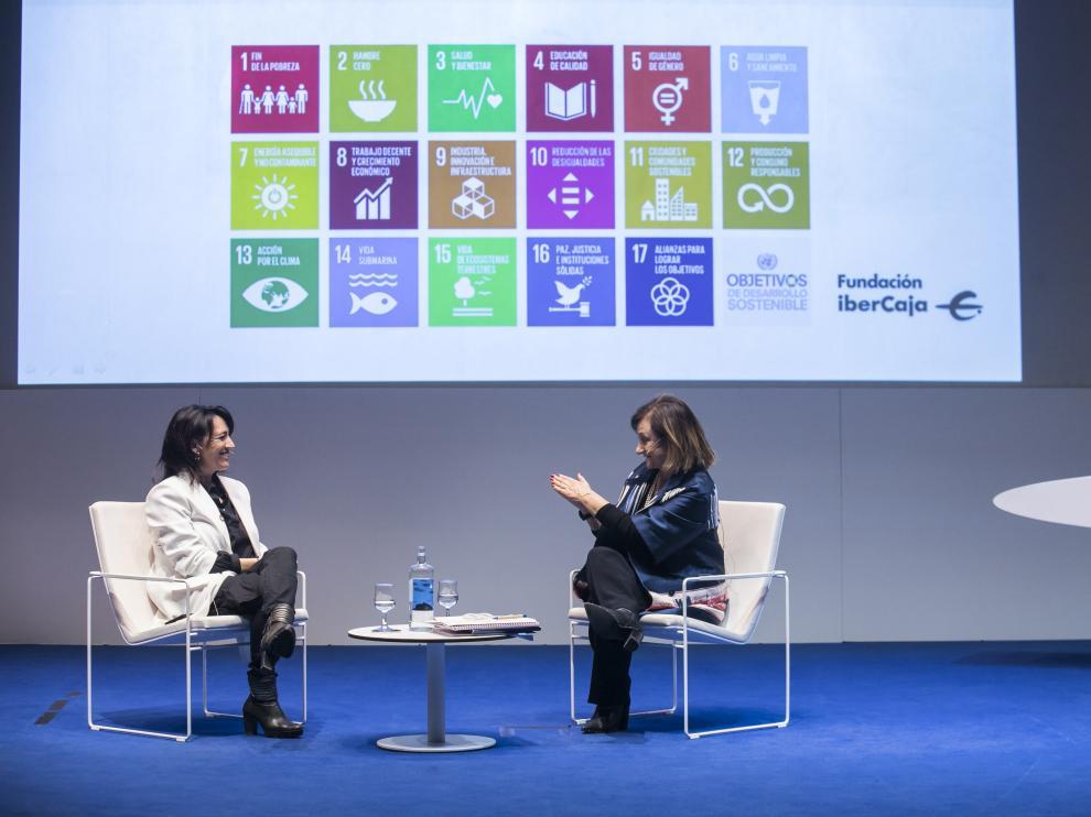 Cristina Gallach (derecha), alta comisionada del Gobierno para la Agenda 2030, con Cristina Monge.