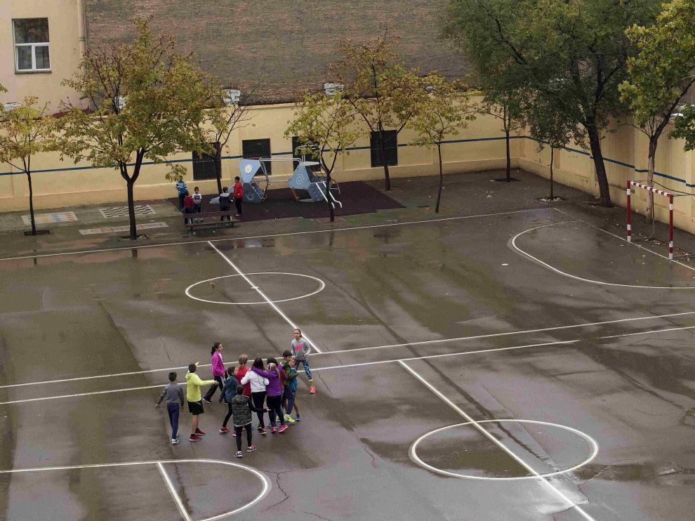 Patio de recreo en un colegio de Zaragoza