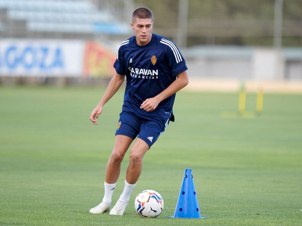 Luca Zanimacchia, ayer por la tarde, en el entrenamiento individualizado del Real Zaragoza con el que se estrenó como jugador blanquillo.