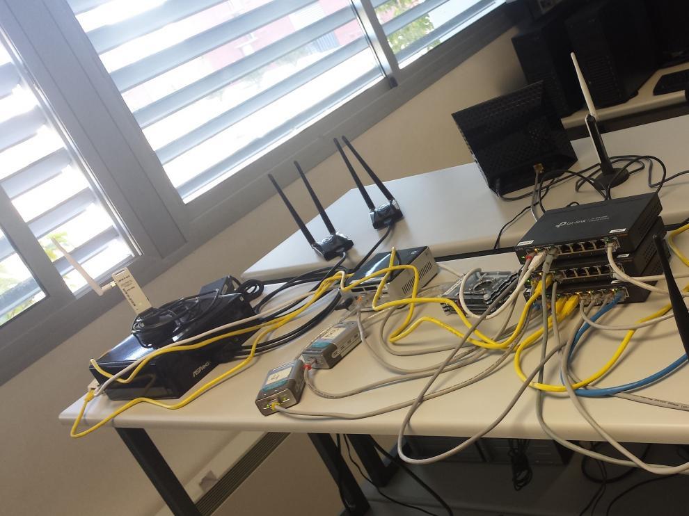 Algunos de los dispositivos WiFi utilizados en el proyecto.