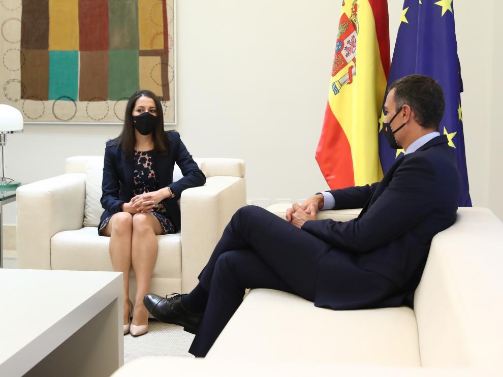 Ines Arrimadas durante su encuentro con Pedro Sánchez.