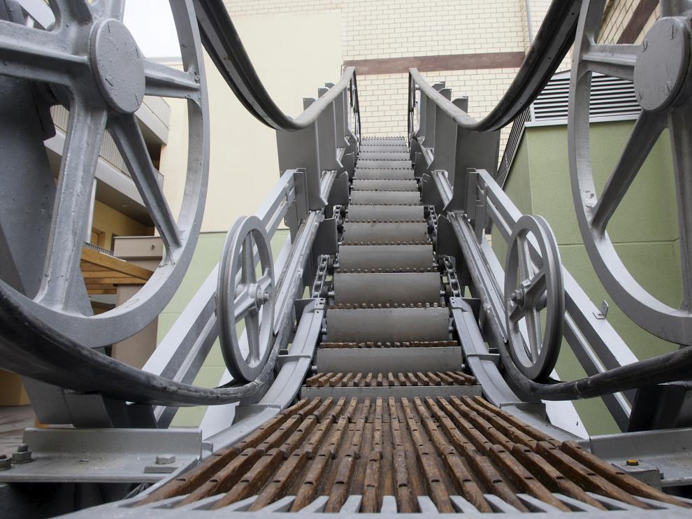 Escaleras del Sepu, restauradas e instaladas en el patio interior de las viviendas que se ubican en el mismo lugar donde estaban los grandes almacenes.