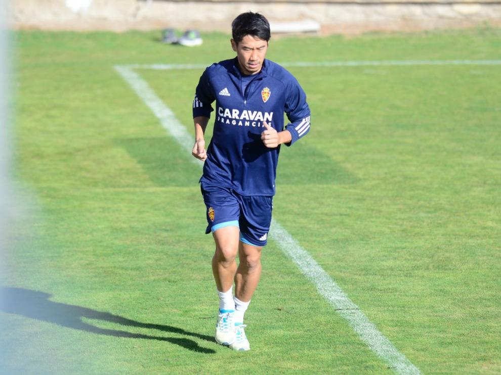 Shinji Kagawa, en la mañana de este martes, entrena en solitario en la Ciudad Deportiva tras regresar de Japón después de una semana de permiso extra.