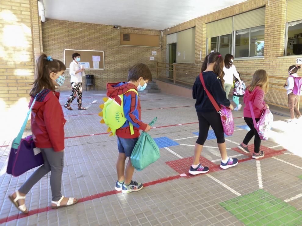 Vuelta al cole de alumnos de 1º de Primaria en el colegio Sancho Ramírez de Huesca