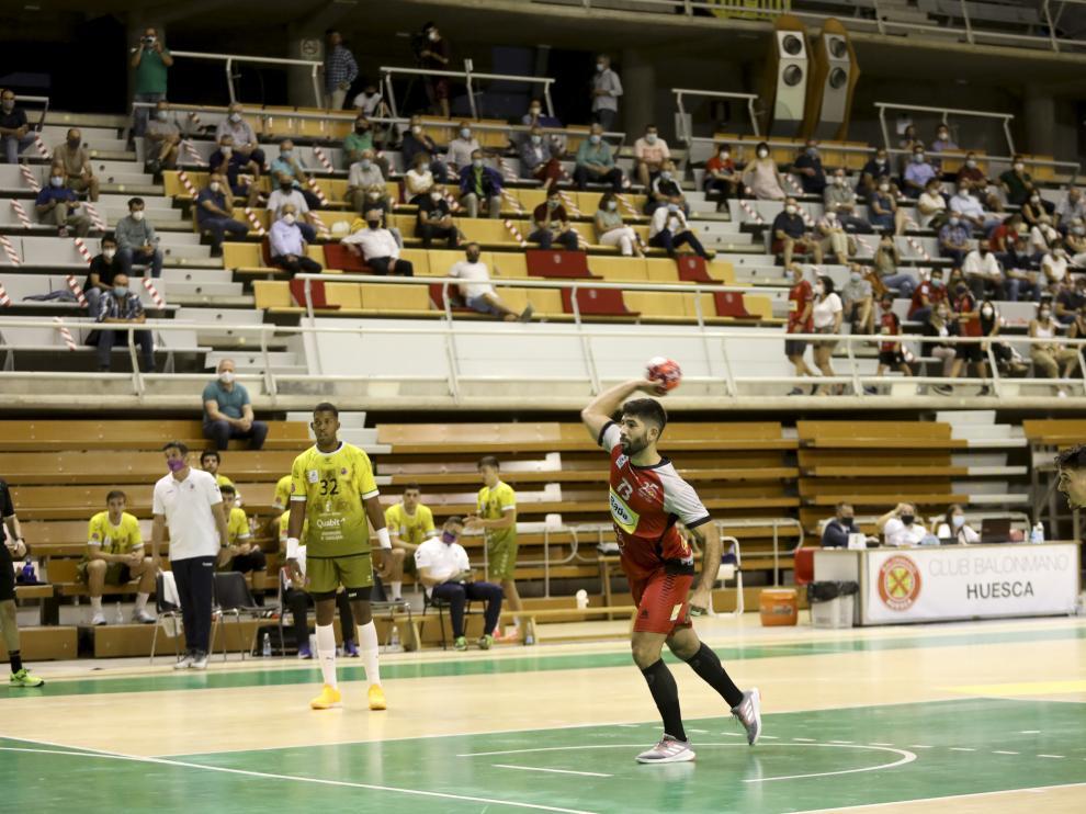 Los aficionados regresaron al Palacio de los Deportes de Huesca para presenciar el Bada-Guadalajara.