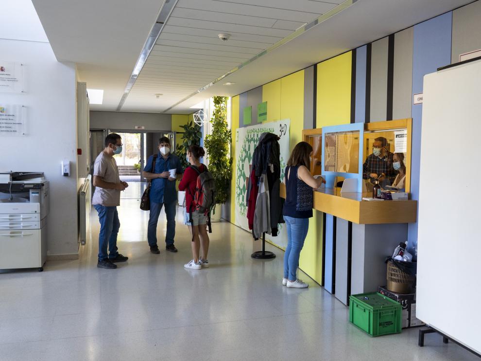 El consejero de Educacion del gobierno de Aragon Felipe Faci visita el instituto de secundaria segundod e Chomon en Teruel en el primer dia de clase de secundaria. foto Sntonio Garcia/Bykofot. 10/09/20 [[[FOTOGRAFOS]]]