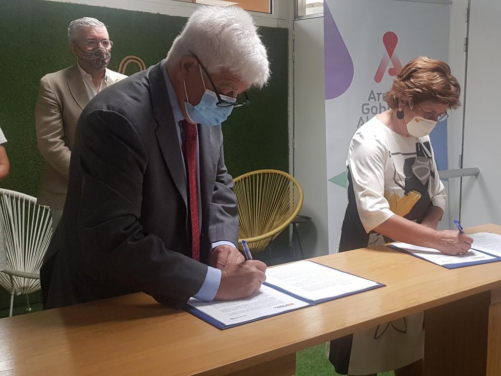 Firma convenio Unicef y Gobierno de Aragón demilitarización niños soldado
