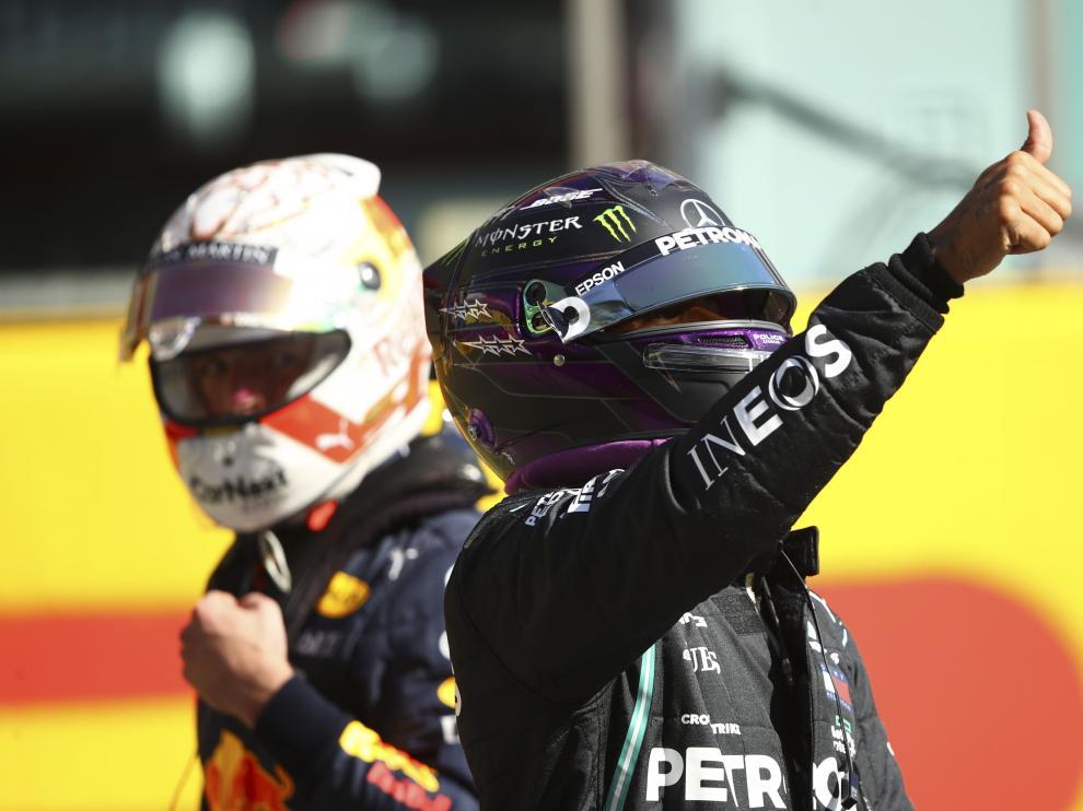 Hamilton celebra la 'pole' en el Gran Premio de la Toscana