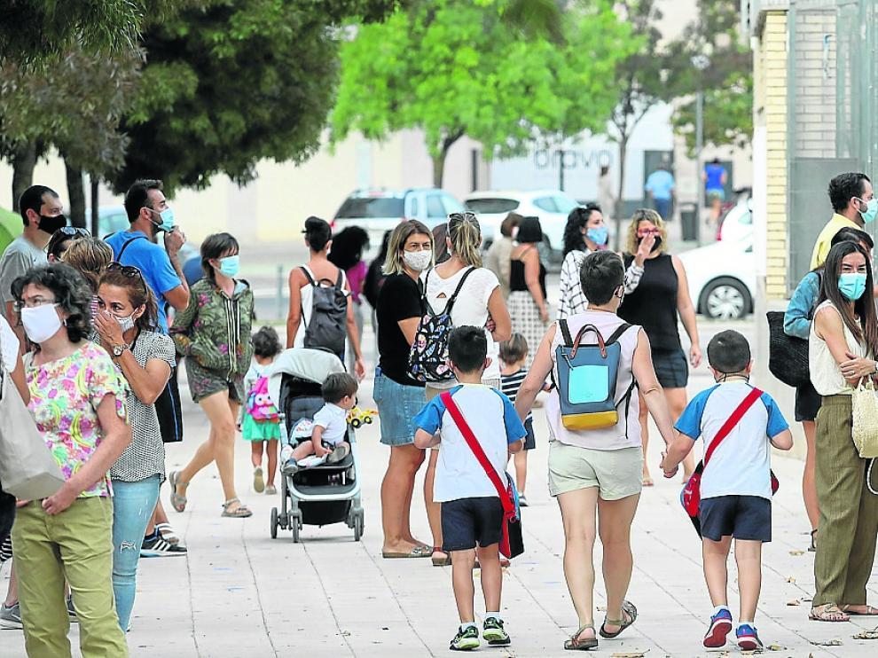 Entrada de alumnos al colegio Pirineos Pyrenees / 17-9-2020 / Foto Rafael Gobantes [[[FOTOGRAFOS]]]
