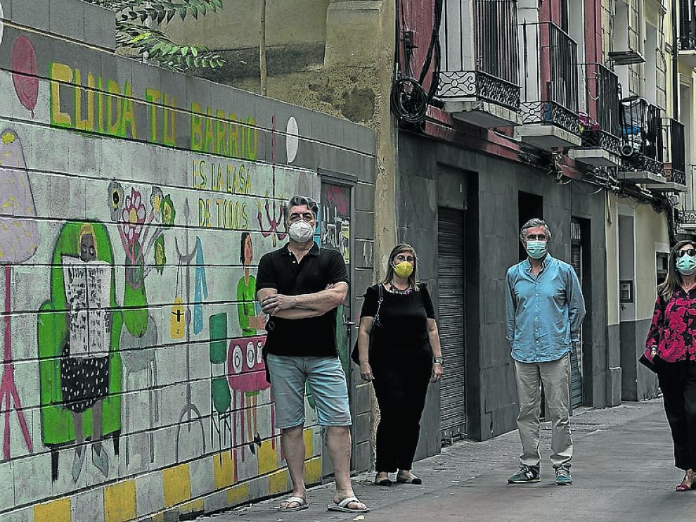 El presidente de Calles Dignas, Carlos Blanco, junto a otros miembros del colectivo, en Pignatelli.