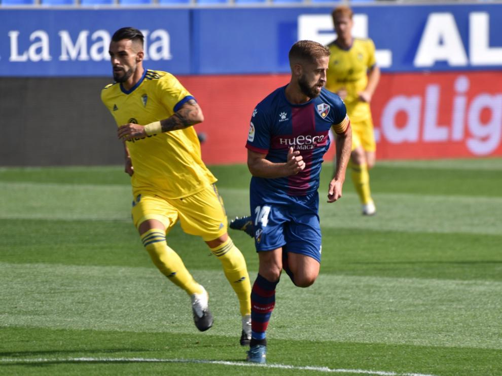 La Sociedad Huesca y el Cádiz se enfrentan en el Alcoraz