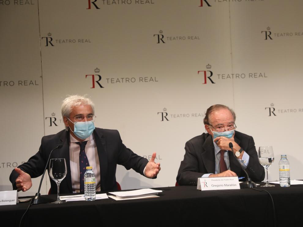 El director general del Teatro Real, Ignacio García-Belenguer Laita, y el presidente, Gregorio Marañón y Bertrán de Lis, durante su comparecencia tras la suspensión de una función.