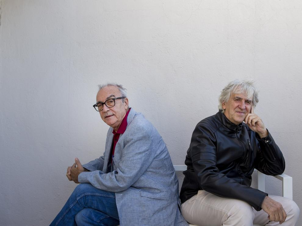 El paleontólogo Juan Luis Arsuaga y el escritor Juan José Millás posan durante una entrevista para la presentación de su libro 'La vida contada por un sapiens a un neandental'.