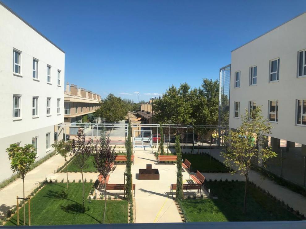 Jardín de la nueva residencia Rey Ardid ubicada en el barrio zaragozano de Rosales del Canal.