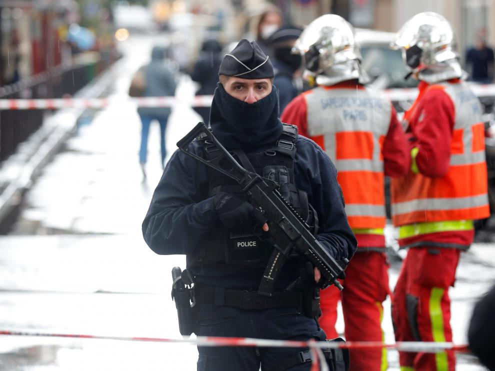 Police officers stand guard at the scene of an incident near the former offices of French magazine Charlie Hebdo, in Paris, France September 25, 2020. REUTERS/Charles Platiau [[[REUTERS VOCENTO]]] FRANCE-SECURITY/PARIS
