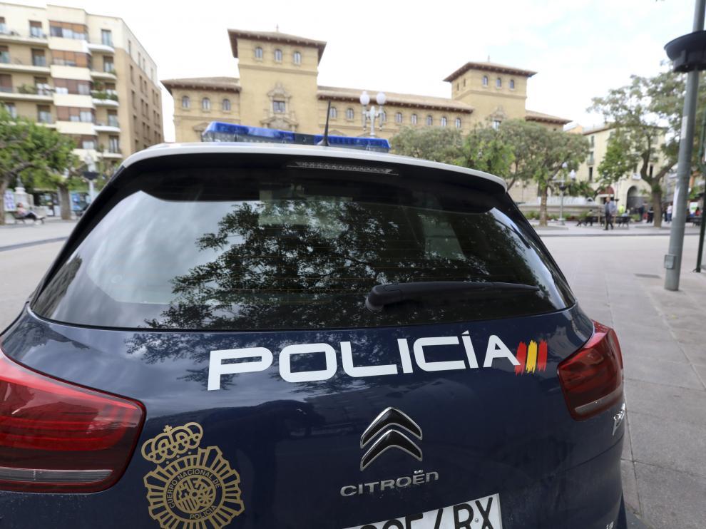 Un coche patrulla de la Policía Nacional en Huesca.