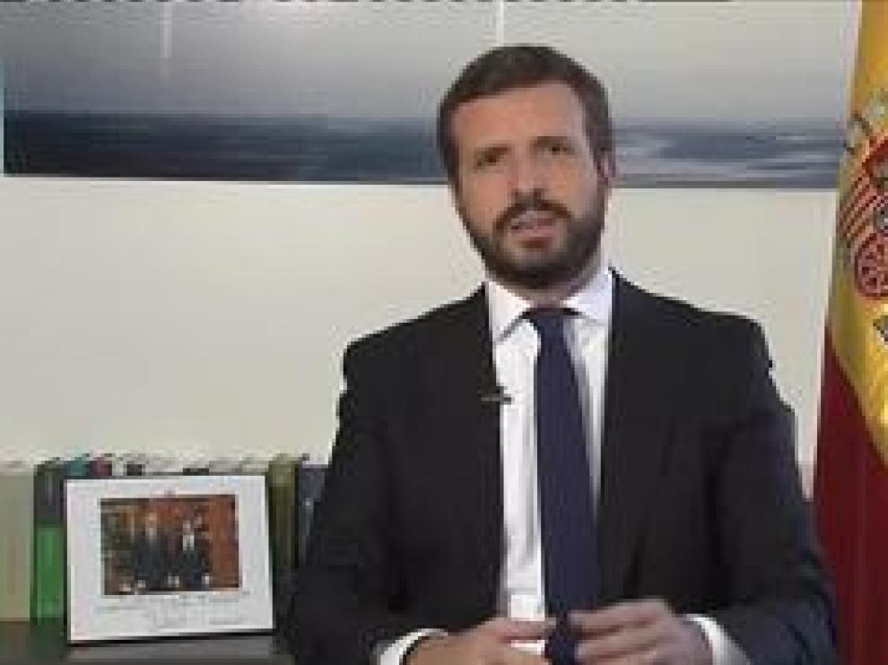 """En la ceremonia de clausura de la Escuela de Verano del PP de Aragón, Casado ha defendido al rey Felipe VI y ha acusado a Iglesias de """"atacar"""" a la Jefatura del Estado."""