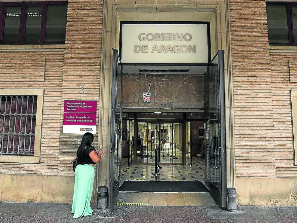 Acceso a las dependencias de la DGA en los antiguos juzgados de la plaza del Pilar