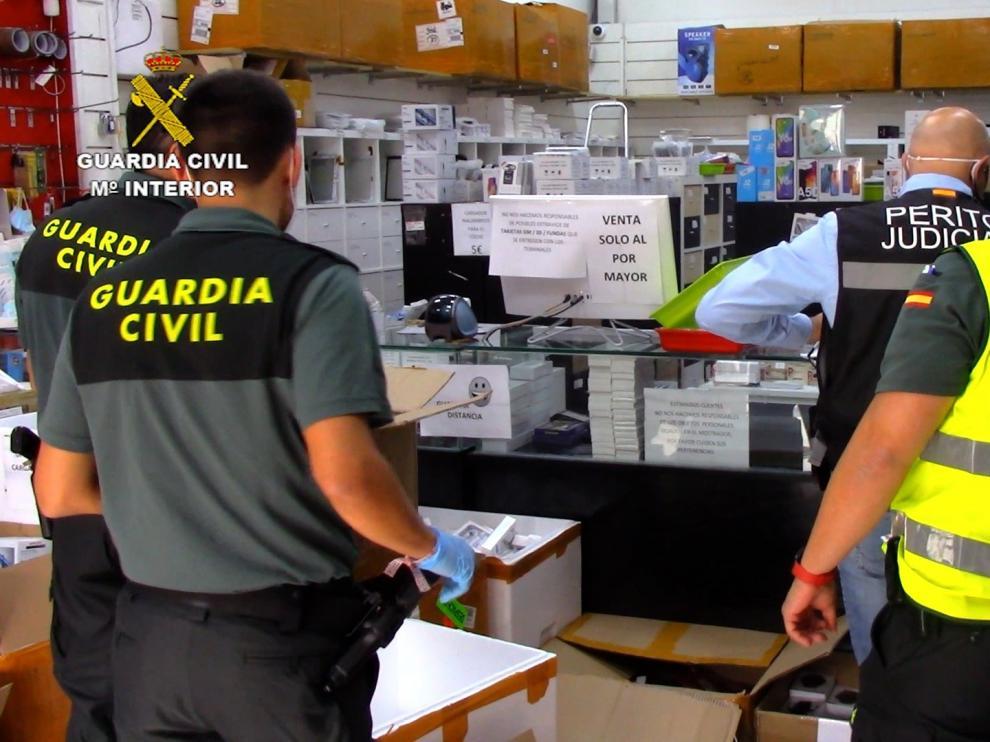 Agentes de la Guardia Civil, durante la operación.