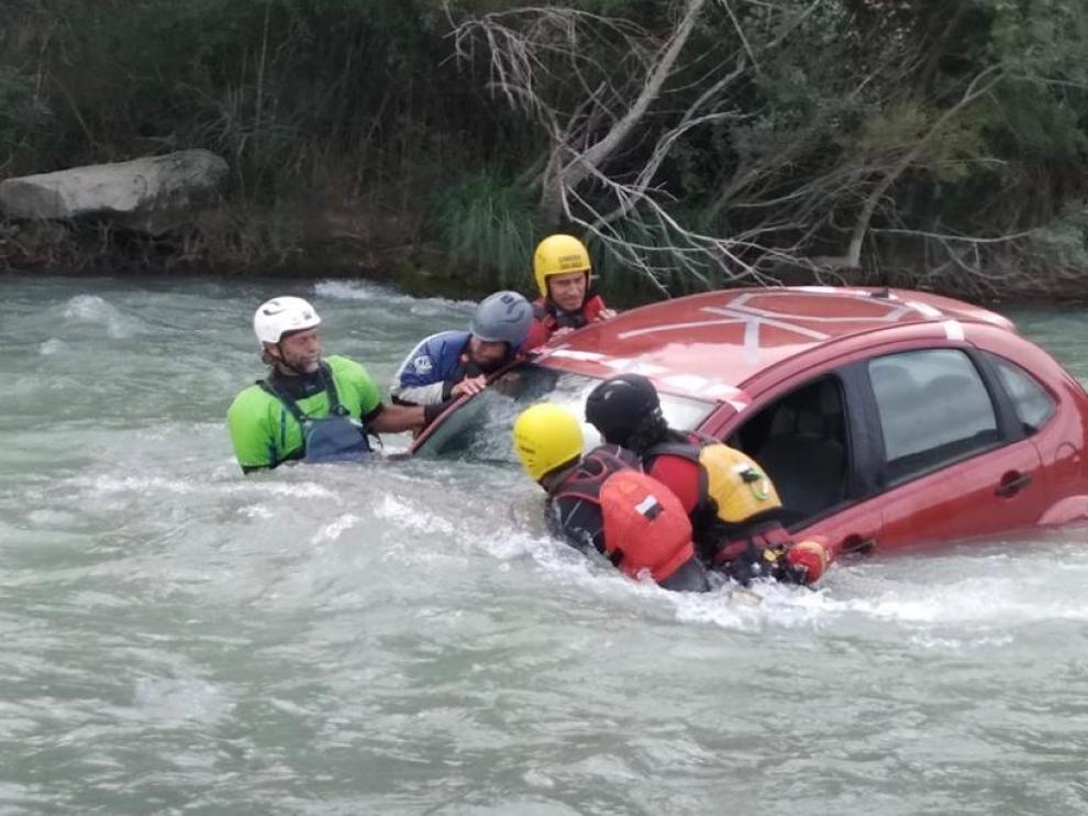 Una de las prácticas de rescate en aguas bravas.