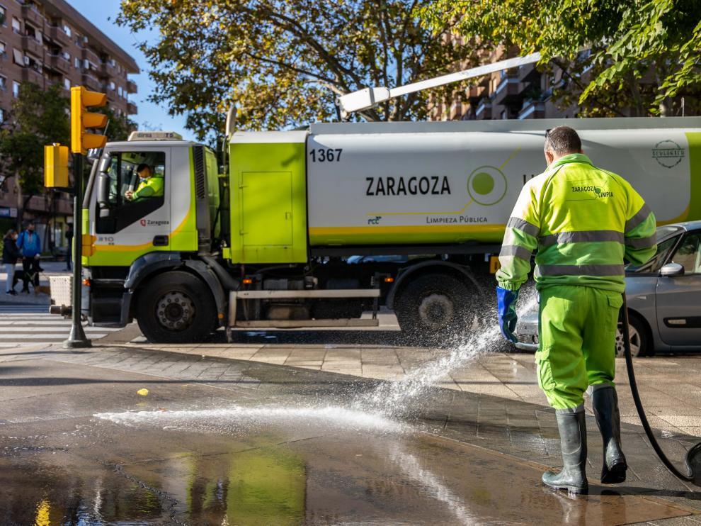 Las tareas de desinfección han comenzado esta mañana en el entorno de la avenida de Pablo Gargallo.