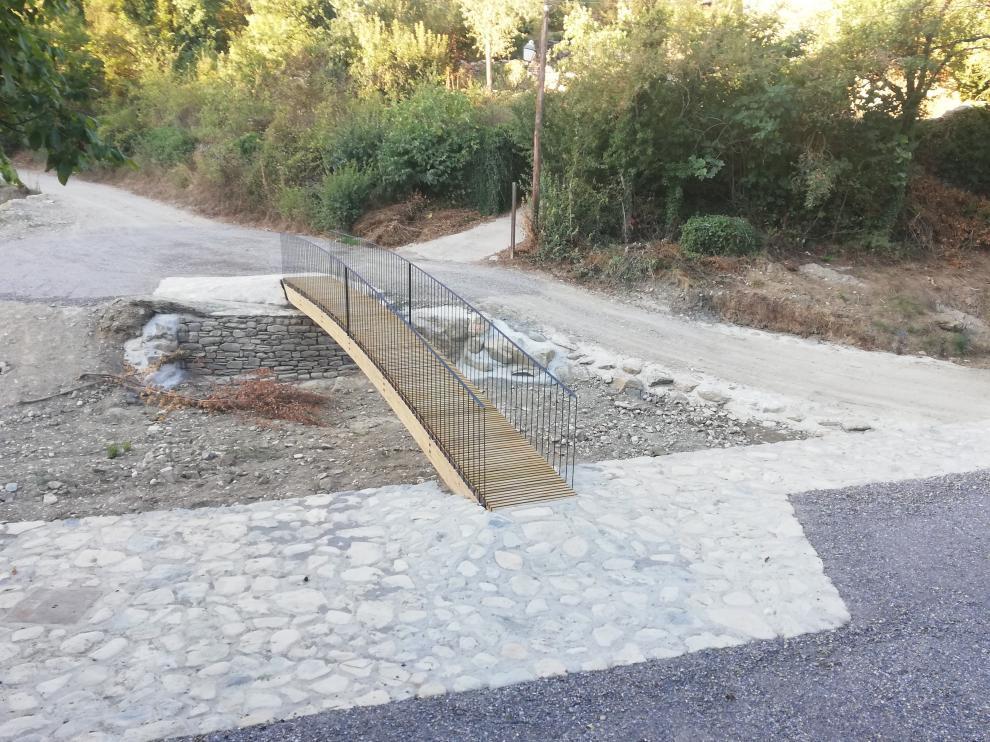 Se ha colocado una reivindicada pasarela que queda integrada en el entorno.